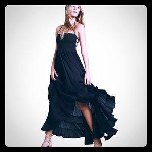 Dresses & Skirts - 🌞Boho flair ruffles sexy open back maxi dress New